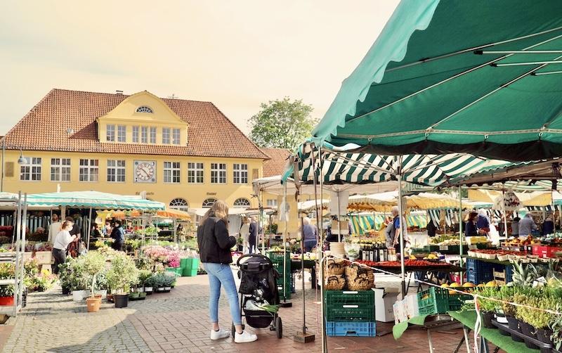 Wochenmarkt am Siegfriedplatz