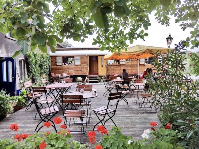 Café im Circuswagen