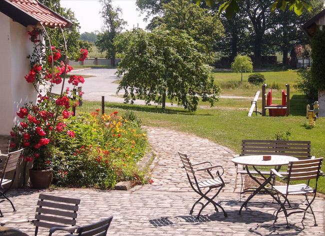 Terrasse des Hofcafe Meyer zur Müdehorst Bielefeld. Bielefeld draußen Sitzen