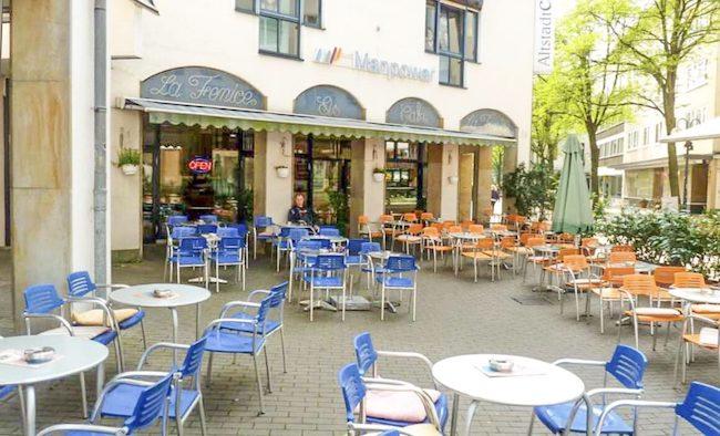 Terrasse des Eiscafé La Fenice in Bielefeld Altstadt
