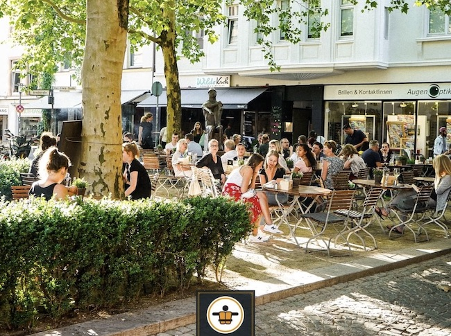 Terrasse des Nichtschwimmer Restaurants in Bielefeld Center