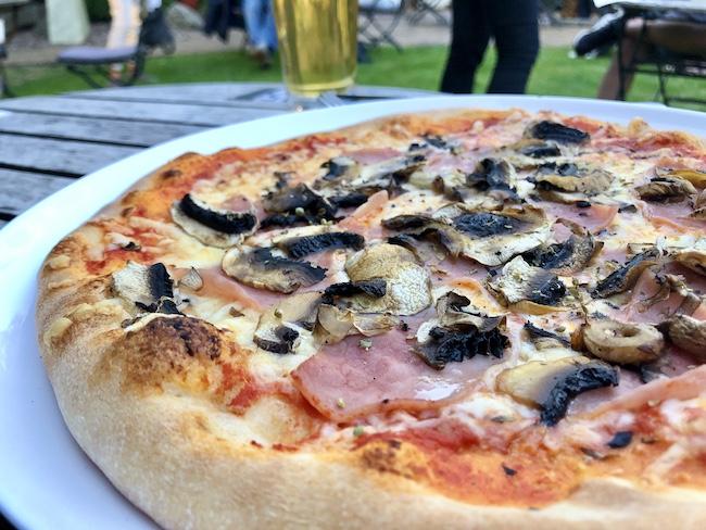 Pizza in der Neuen Schmiede